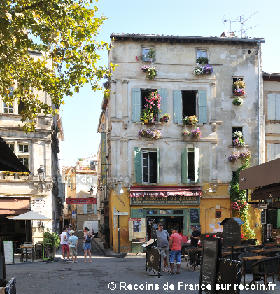 Place du Forum à Arles